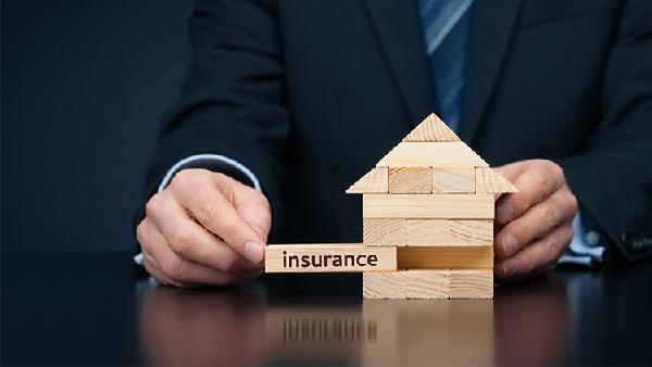 Reiseversicherung und Finanzierung